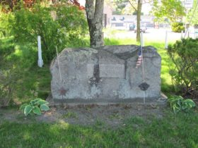 "Stone monument ""Site of Fort 1753, First Church 1768"" in Standish near the intersection of routes 25 and 35"