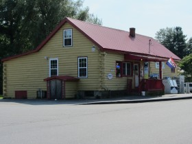 Twin Bridge Market on the Howes Corner Road (Route 219) (2013)