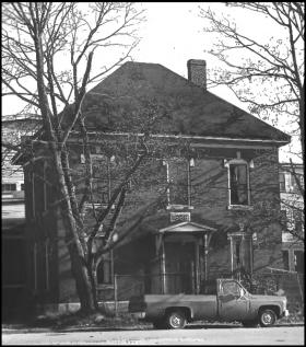 Mallett Building (1981)