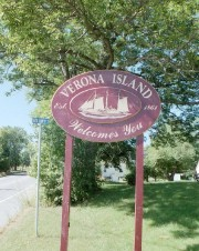 Sign: Verona Island Welcomes You (2002)